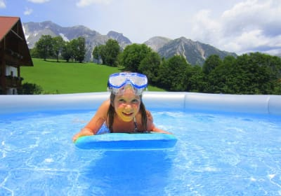 ....Abkühlung im Pool!