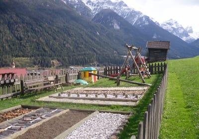Barfussgarten und Spielplatz