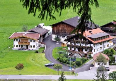 Hoisnhof mit Haus der Jungfamilie