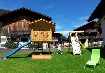 Spielplatz im Sommer