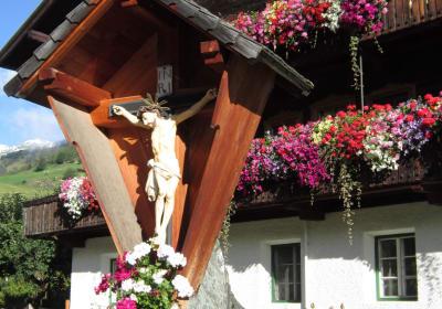 Haus mit Kreuz