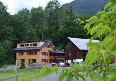 Bauernhof Mangeng im Juni
