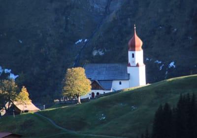Blick vom Hof aus! Dorfkirche Damüls