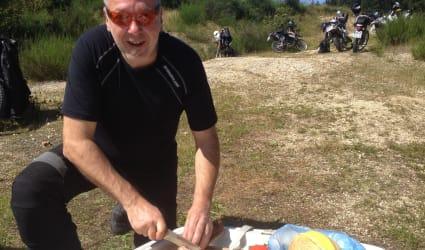 Schottern mir der Großenduro-Endurowandern mit schwerem Eisen