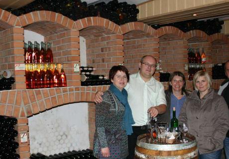 Weinverkostung in gemütlicher Runde