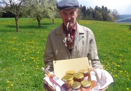 Otto Opa mit seinem Bio-Honig