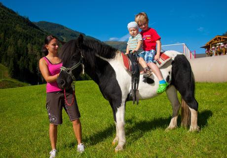 """Unser Pony """"Lea"""" beim Reiten"""