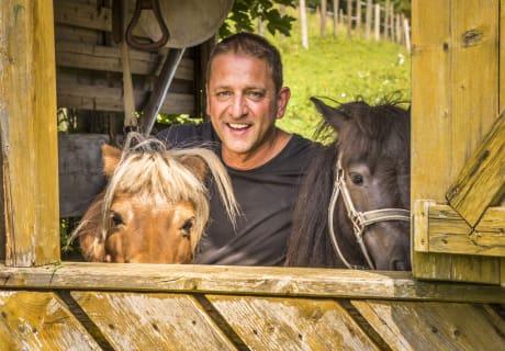 Der Bauer und die beiden Ponys