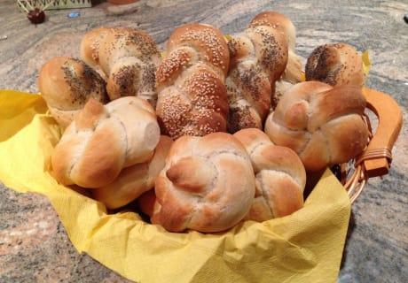 Frisches, selbstgebackenes Frühstücksgebäck