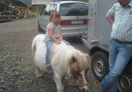 unser Pony mit Tochter Johanna