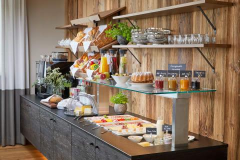Bergbauern-Frühstücksbuffet