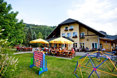 Own restaurant 200 m from the farm