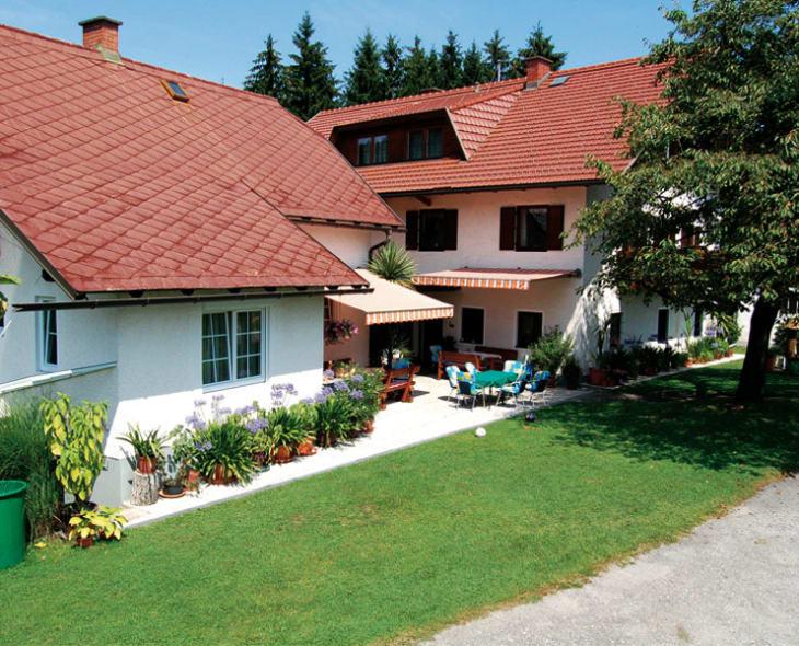 Der Königshof,links Keischn und rechts Haupthaus mit Waldstubn