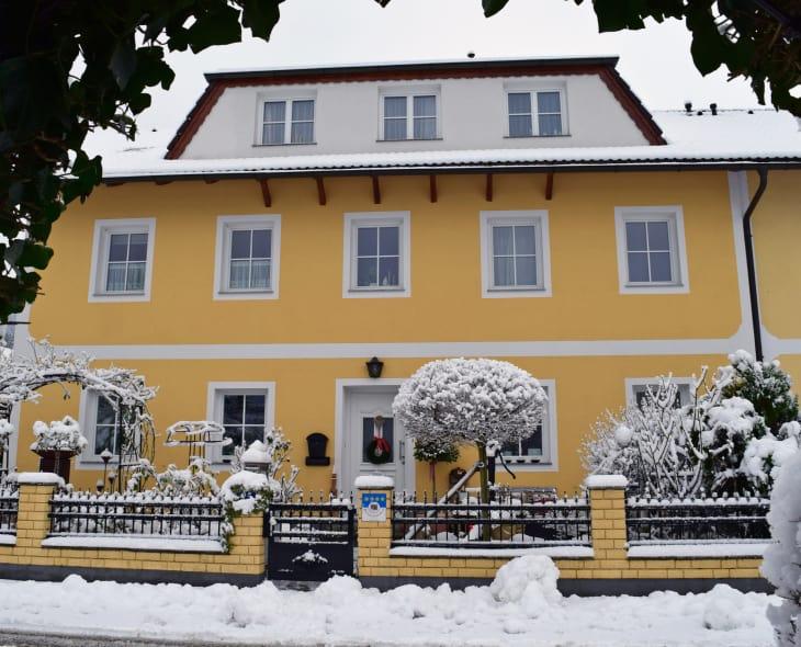 Haus Zehetner - Hausansicht Winter (Foto:  Familie Schabel-Zehetner)