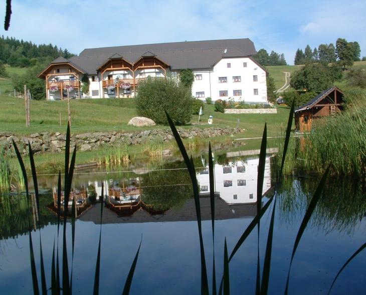 Badeteich mit Haus