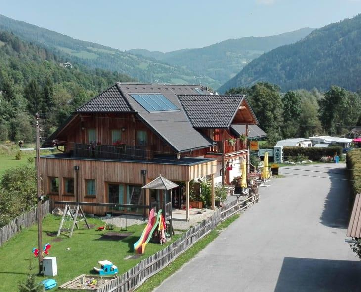 Bräuhauser Hof mit Spielplatz