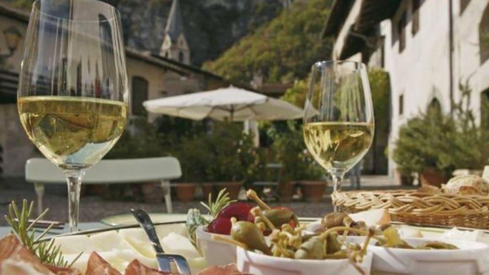 Apple, wine & relax