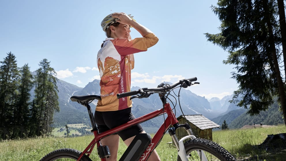 EASY & E-BIKE WITH DOLOMITES VIEW