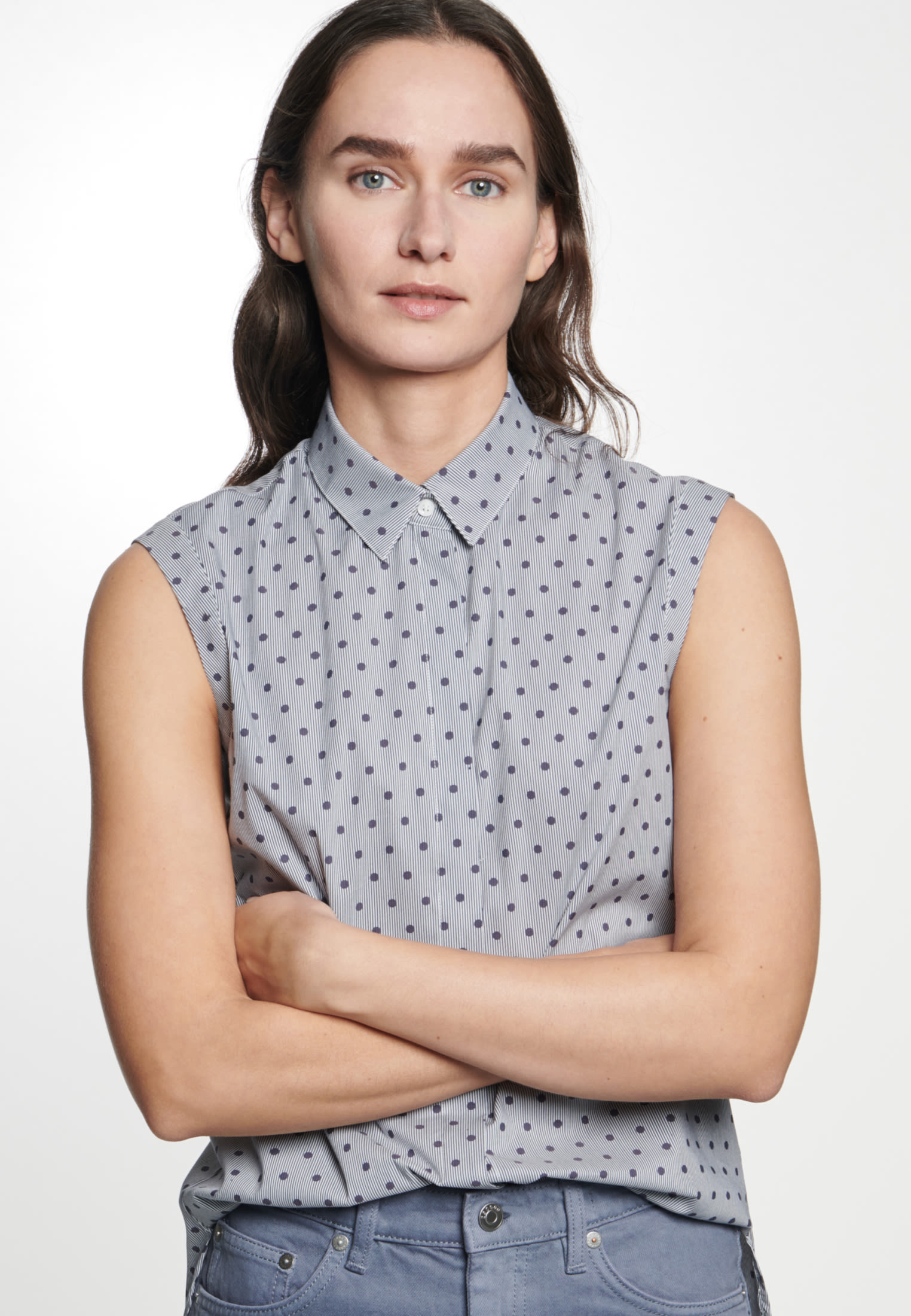 Sleeveless Satin Shirt Blouse made of cotton blend in Dark blue |  Seidensticker Onlineshop