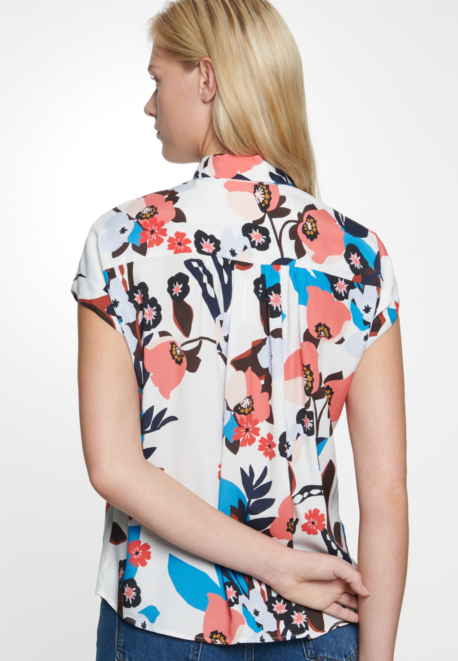 Sleeveless Crepe Shirt Blouse made of 100% Viscose in Ecru |  Seidensticker Onlineshop