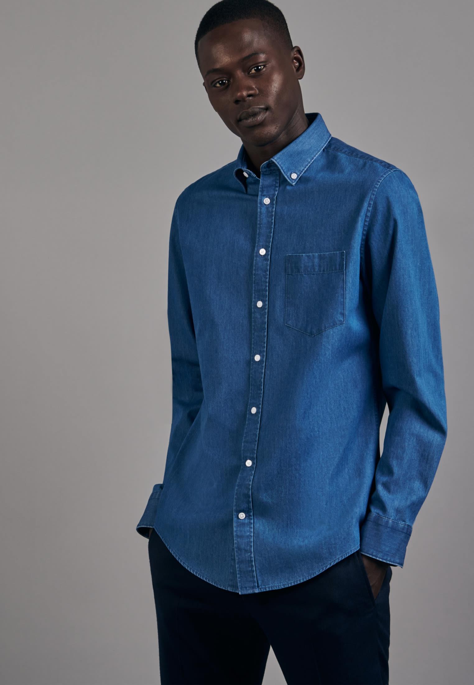 Bügelleichtes Denim Business Hemd in Shaped mit Button-Down-Kragen in Mittelblau |  Seidensticker Onlineshop