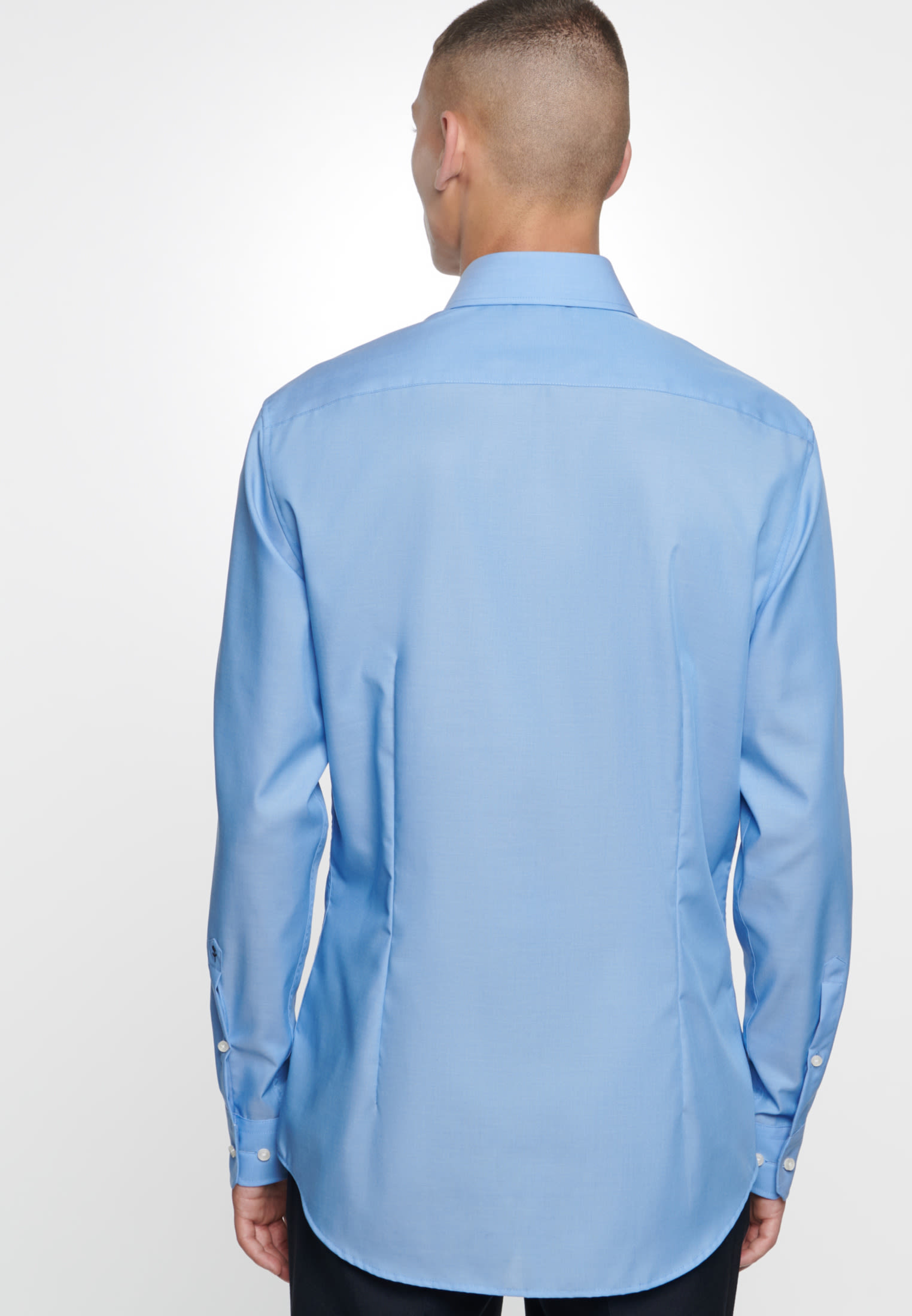 Non-iron Fil a fil Business Shirt in Tailored with Kent-Collar in Medium blue |  Seidensticker Onlineshop