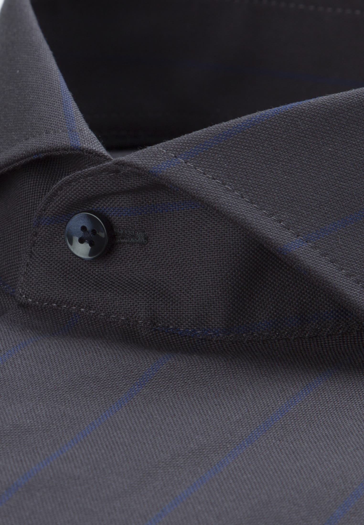 Easy-iron Structure Business Shirt in Tailored with Shark Collar in Dark blue |  Seidensticker Onlineshop
