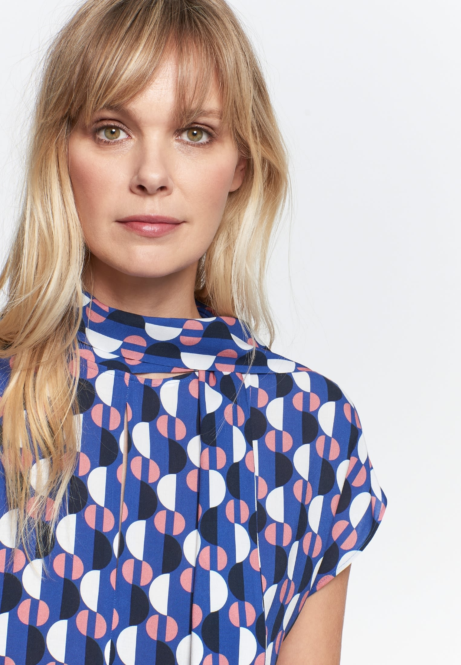 Sleeveless Voile Shirt Blouse made of 100% Viskose in blau |  Seidensticker Onlineshop