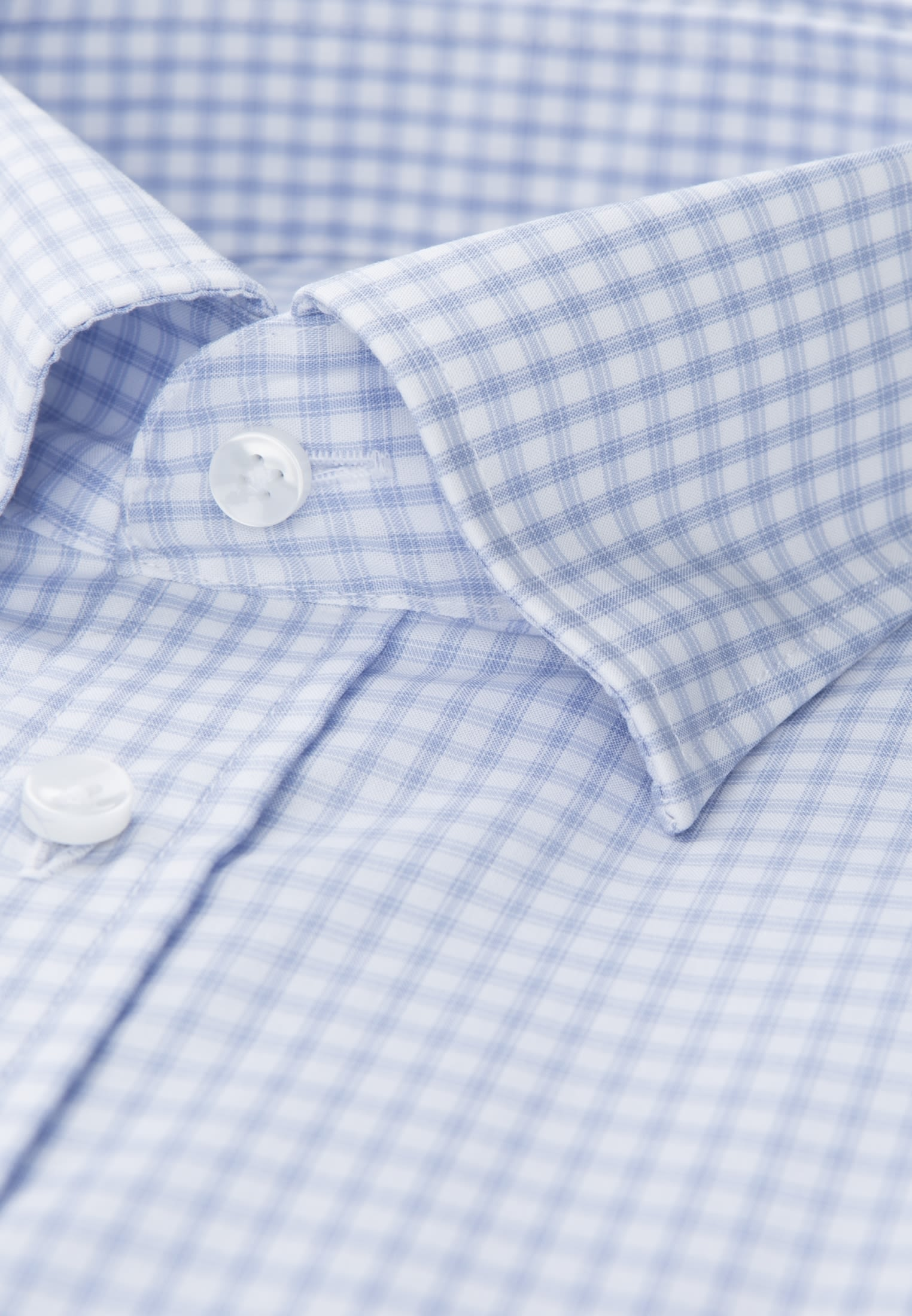 Bügelfreies Popeline Business Hemd in Tailored mit Covered-Button-Down-Kragen in Hellblau |  Seidensticker Onlineshop
