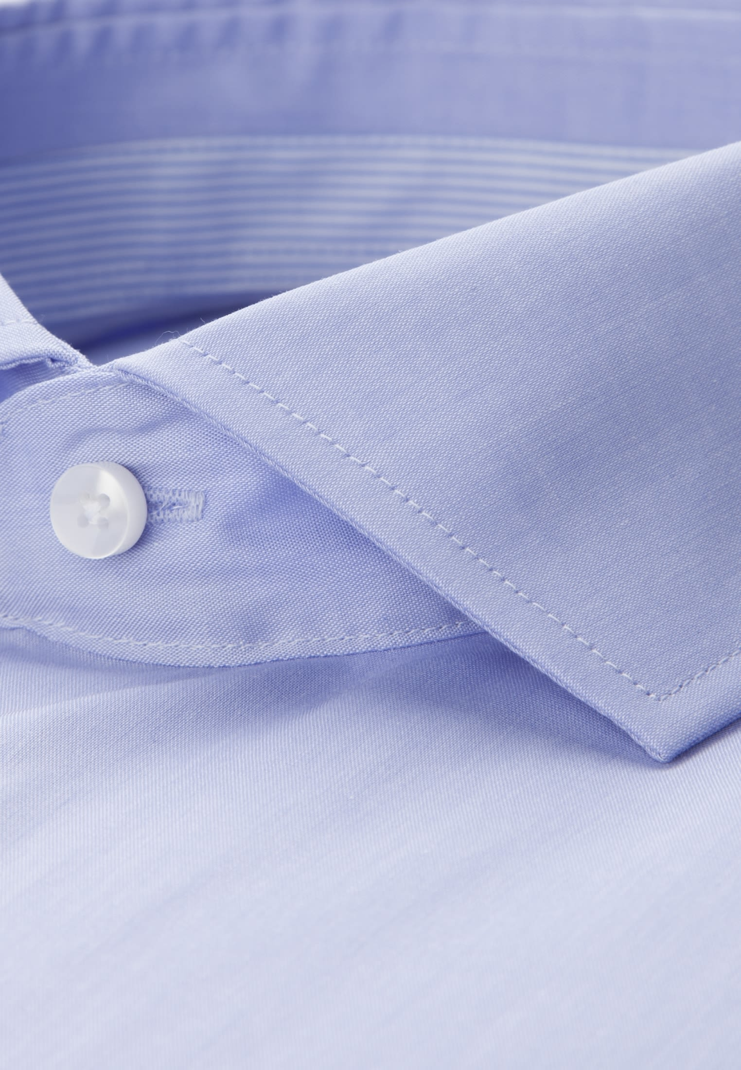 Bügelfreies Chambray Kurzarm Business Hemd in Tailored mit Kentkragen in Hellblau |  Seidensticker Onlineshop