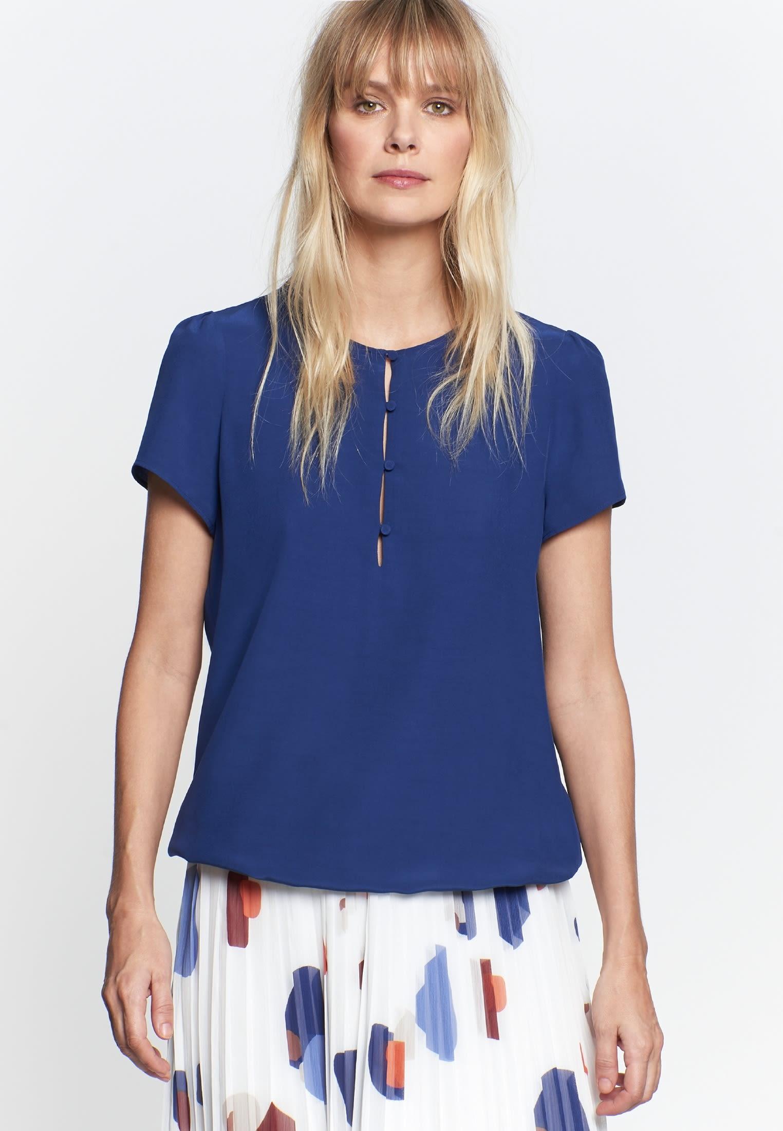 Kurzarm Krepp Shirtbluse aus 100% Viskose in Mittelblau |  Seidensticker Onlineshop