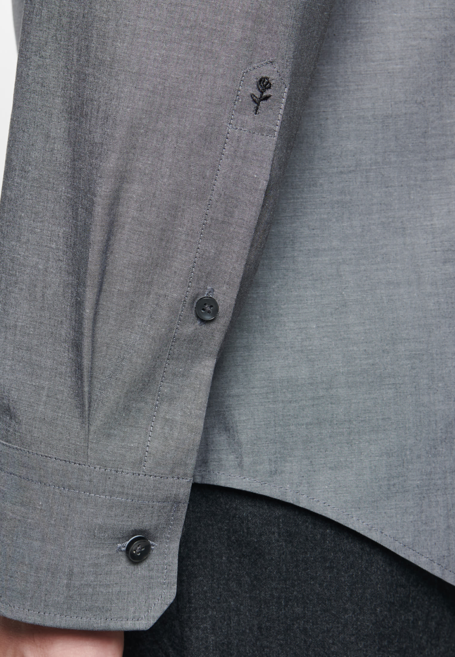 Non-iron Chambray Business Shirt in Shaped with Kent-Collar in Grey |  Seidensticker Onlineshop