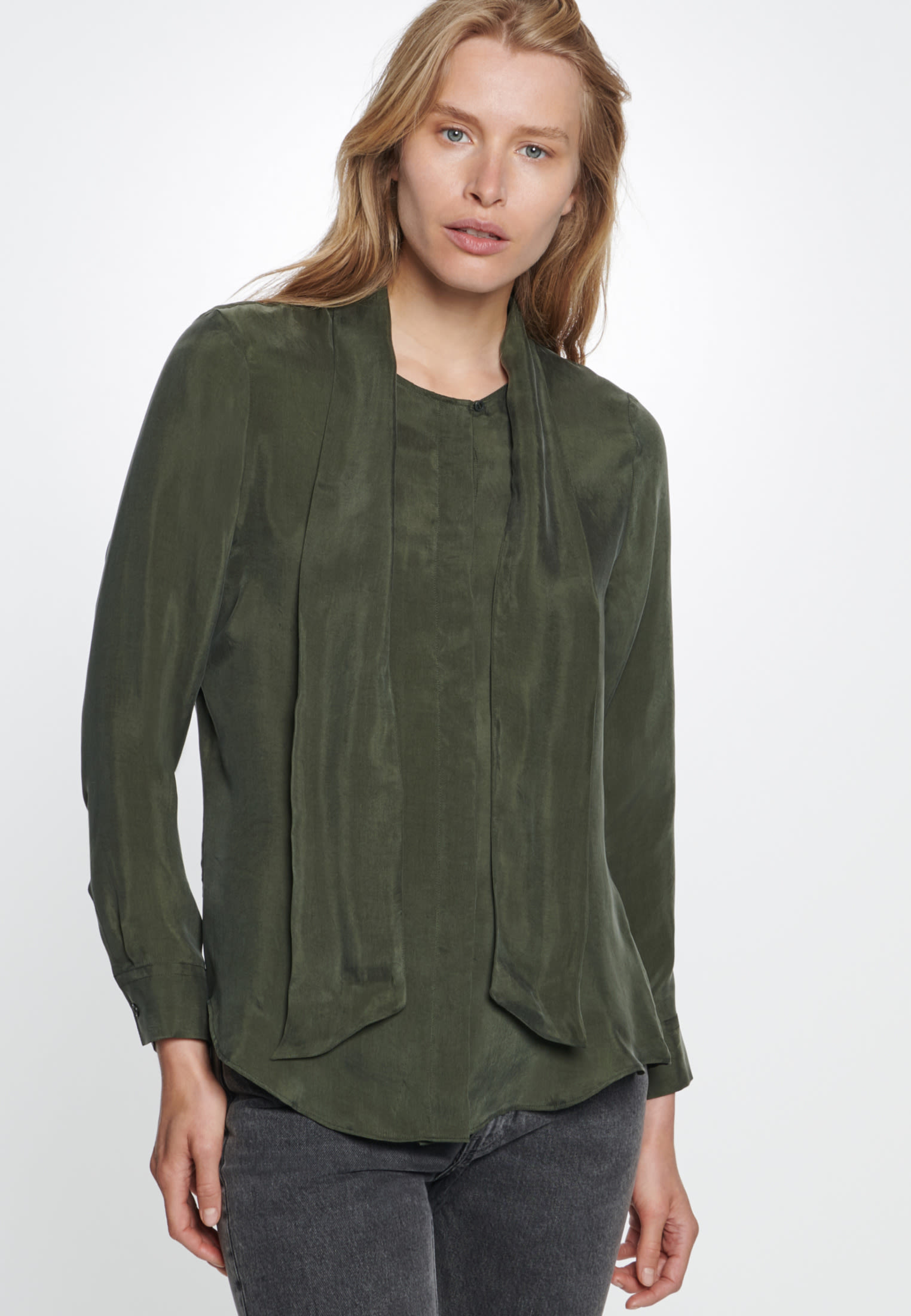 Tie-Neck Blouse made of rayon blend in Green |  Seidensticker Onlineshop