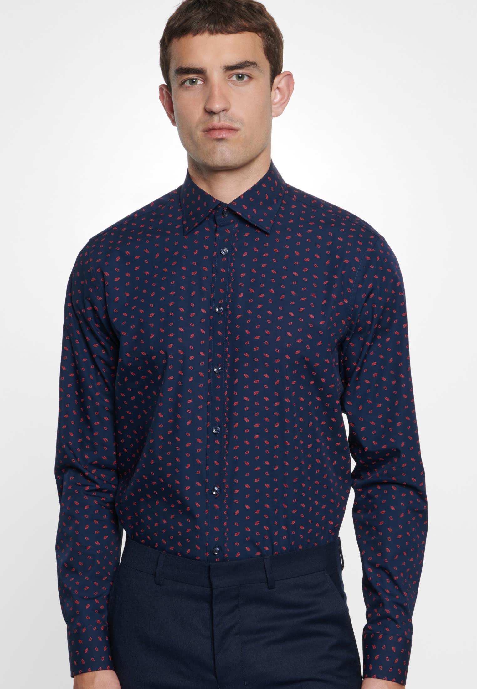Bügelleichtes Popeline Business Hemd in Shaped mit Covered-Button-Down-Kragen in Dunkelblau |  Seidensticker Onlineshop