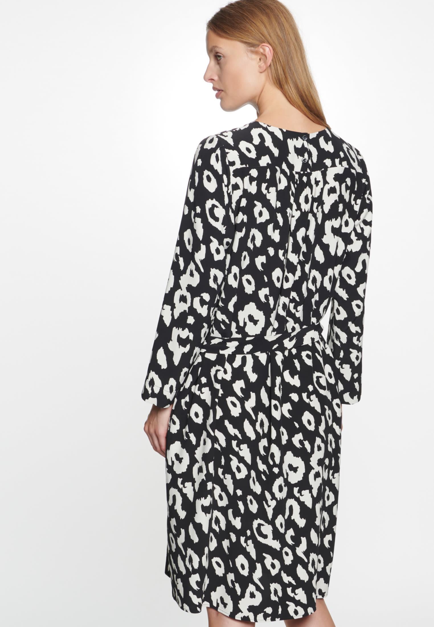 Krepp Midi Kleid aus 100% Viskose in Schwarz    Seidensticker Onlineshop