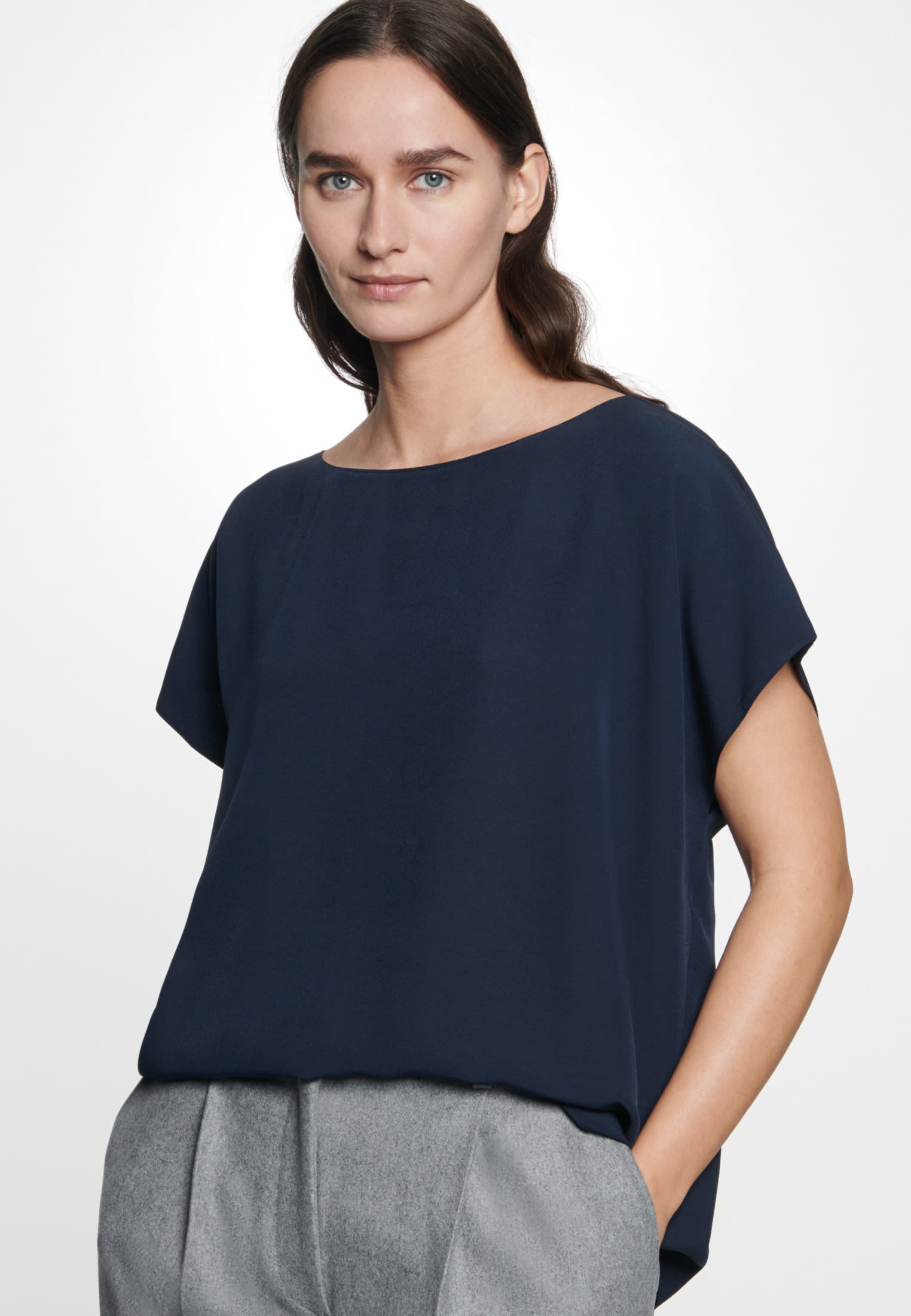 Short arm Crepe Shirt Blouse made of 86% Rayon 14% Polyethylen in Dark blue |  Seidensticker Onlineshop