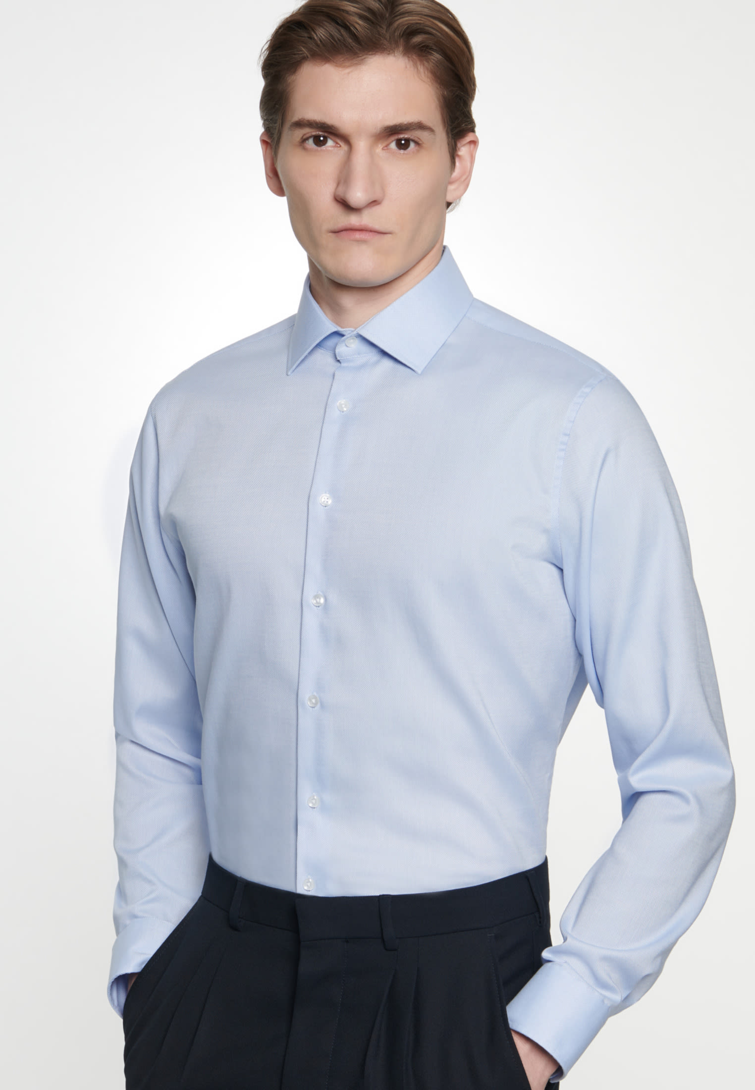 Non-iron Structure Business Shirt in Shaped with Kent-Collar in Light blue |  Seidensticker Onlineshop