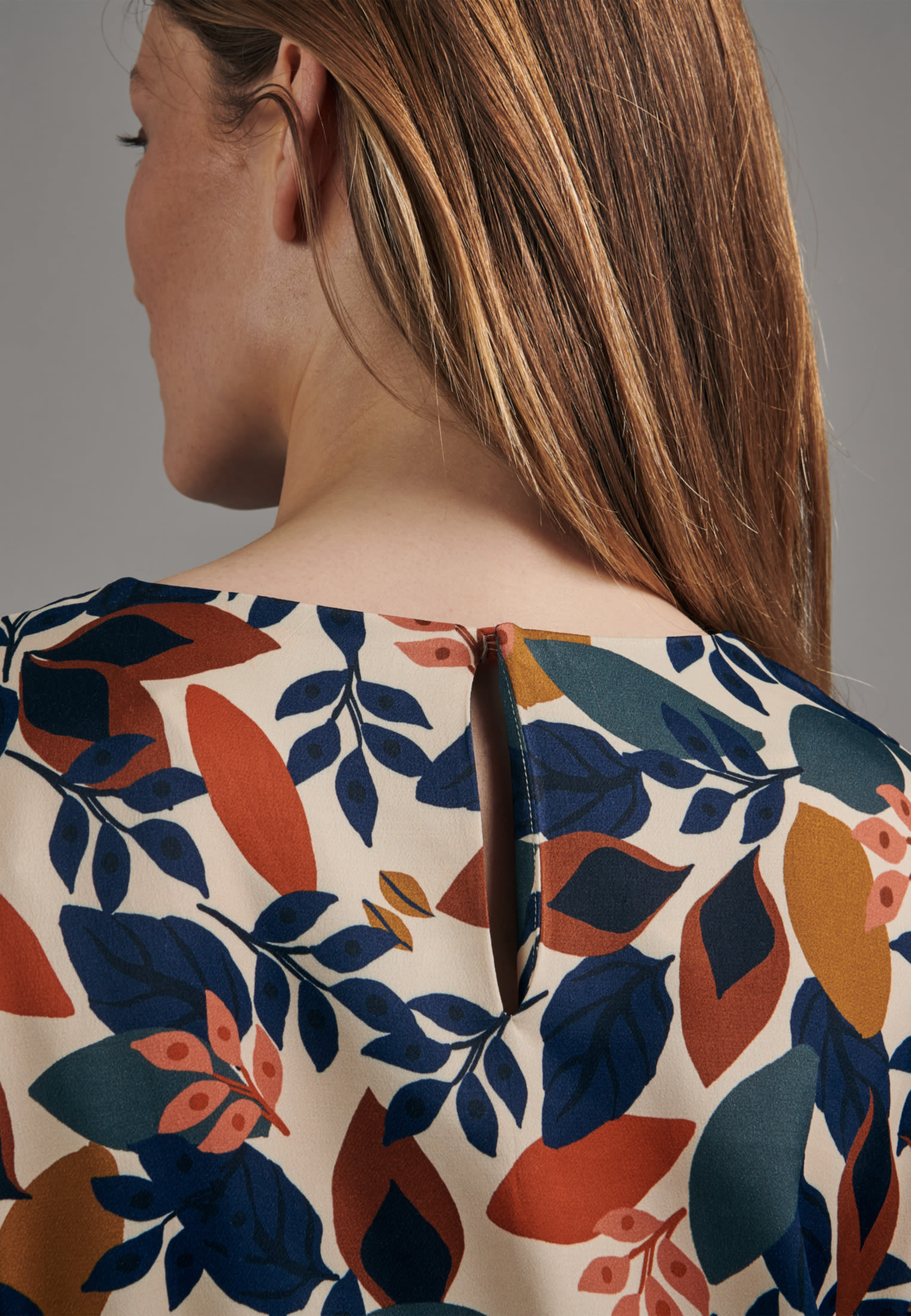 Satin Midi Kleid aus 100% Viskose in Ecru |  Seidensticker Onlineshop