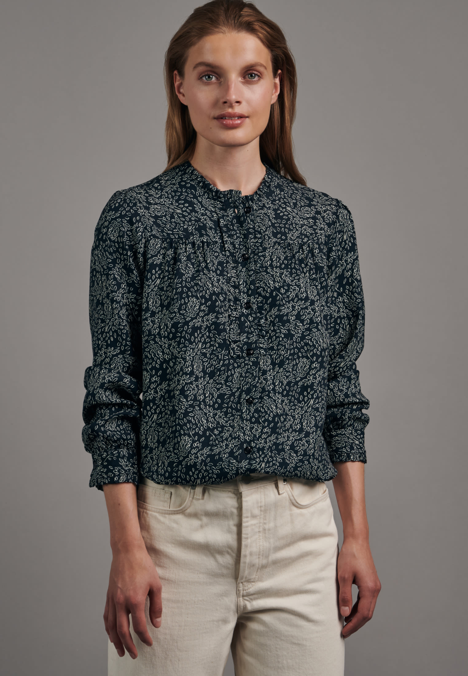 Crepe Stand-Up Blouse made of 100% Viscose in Dark blue |  Seidensticker Onlineshop