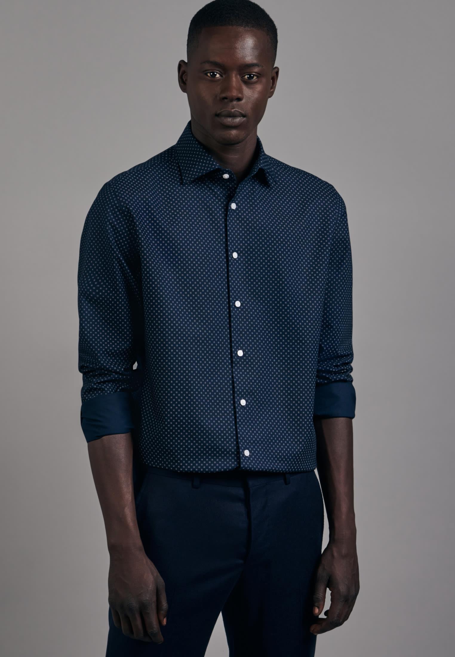 Bügelleichtes Oxford Business Hemd in Shaped mit Kentkragen in Dunkelblau |  Seidensticker Onlineshop
