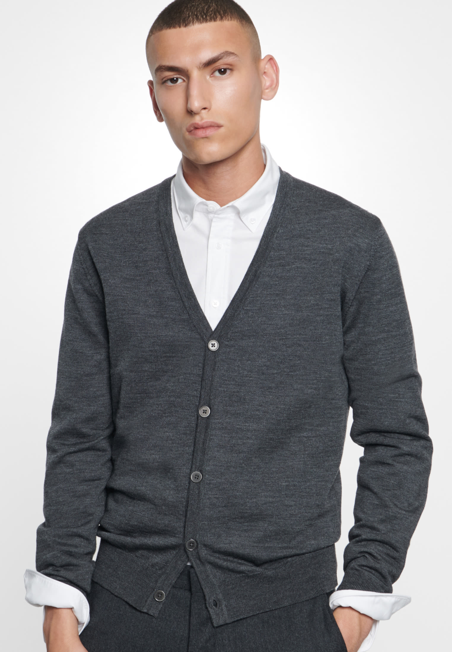 V-Neck Cardigan aus 100% Wolle in Grau |  Seidensticker Onlineshop