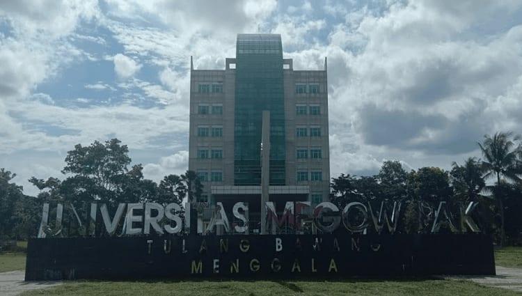 Universitas Megow Pak