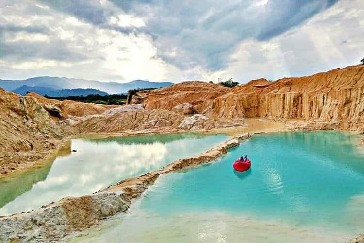 Danau Biru Tambang Batu Padas Lampung Tengah