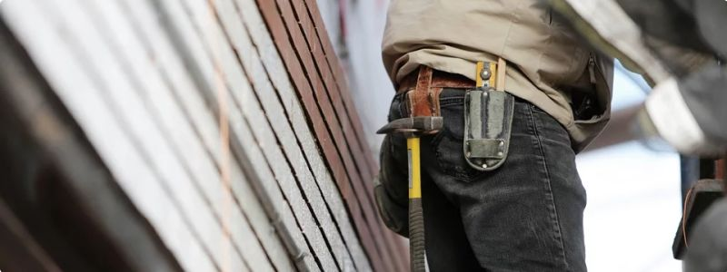Should You Use a Handyman or Contractor?