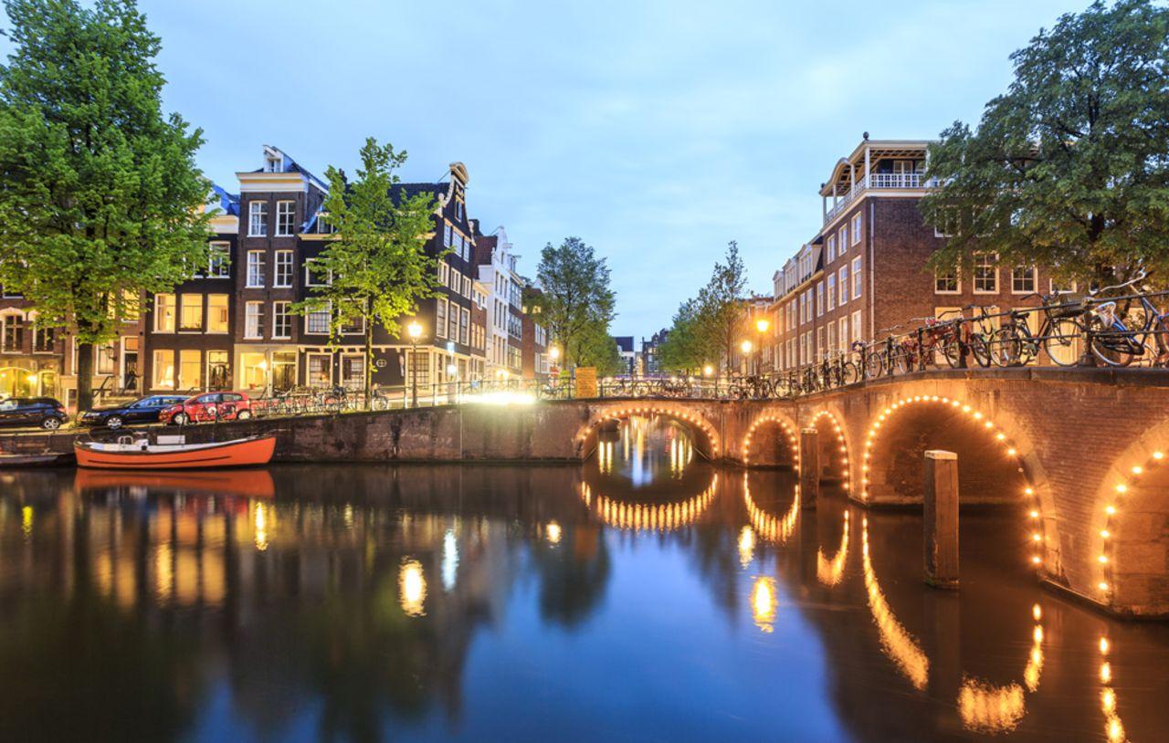 Promenade au bord du canal Prinsengracht