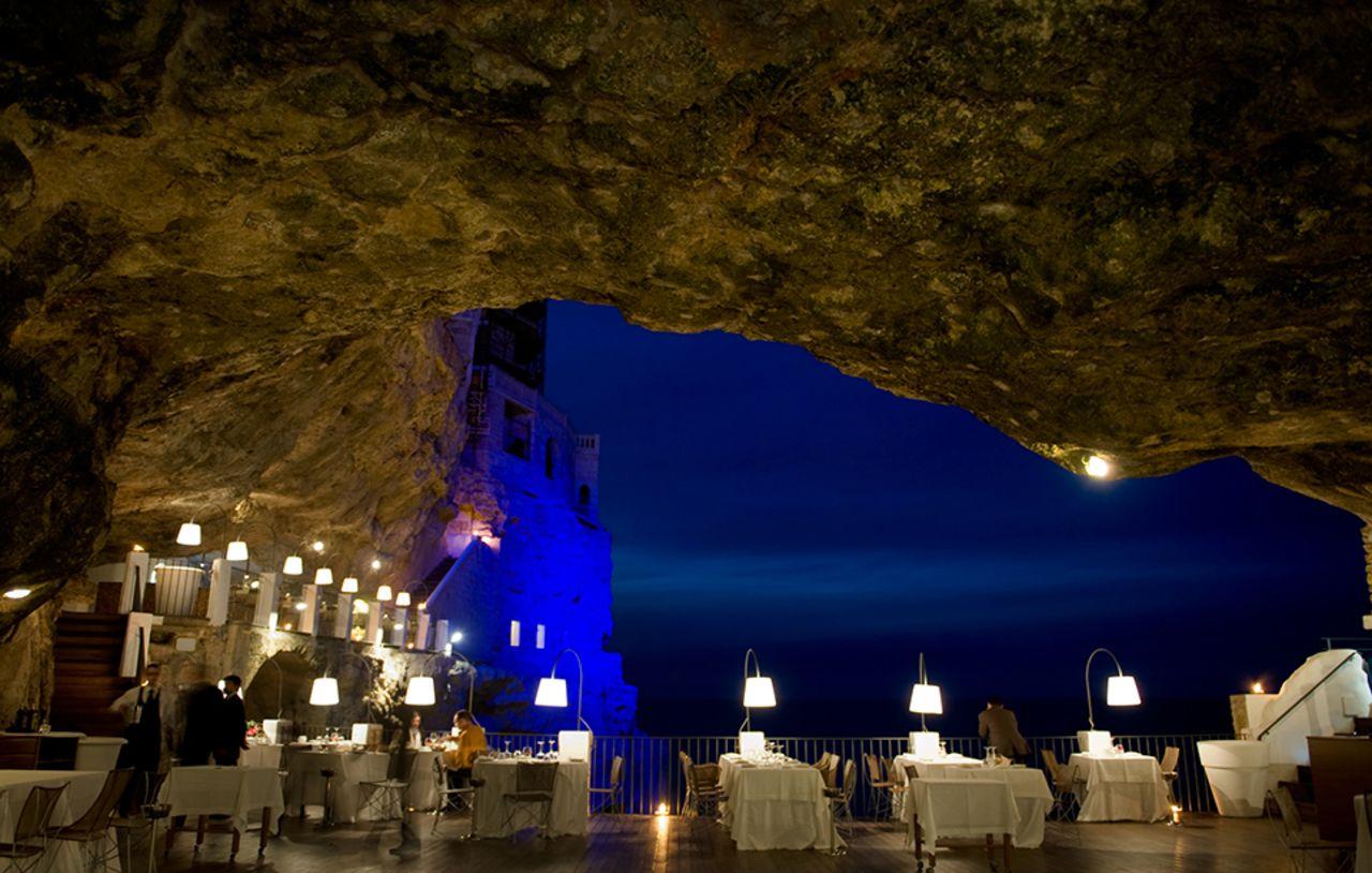 Souper au Grotta Palazzese : un restaurant au coeur d'une grotte perchée sur la mer Adriatique