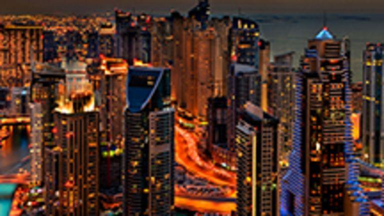 Les Émirats arabes unis regroupent sept émirats : Abu Dhabi, Dubaï, Chardja, Fudjayra, Adjman, Umm al-Qaywayn et Ras al-Khaimah. De tous les émirats, celui de Dubaï est le plus connu. Il est réputé pour ses gigantesques centres commerciaux, tel le Dubai Mall, et son musée dans l'ancien fort Al-Fahidi, en plus de sa Burj Khalifa, la plus haute structure du monde, et de son Burj Al Arab, l'hôtel le plus luxueux du monde.  L'agglomération de Dubaï est une cité futuriste où démesure et opulence font oublier qu'elle se trouve au beau milieu d'un désert. Tout y est plus grand que nature et la ville aux 500 gratte-ciel se développe à un rythme fou, mettant en branle des projets souvent pharaoniques. Destination exotique remplie de contrastes, Dubaï est résolument moderne. Le luxe y laisse filtrer l'hospitalité et les traditions arabes, tels les souks, les courses de chameaux, la fauconnerie. Des paysages étonnamment variés s'y côtoient : montagnes, dunes, luxueux quartiers résidentiels, villages bédouins, galeries marchandes à la fine pointe de la technologie. Soleil, plages magnifiques, installations de loisirs demeurent des attractions touristiques exceptionnelles.