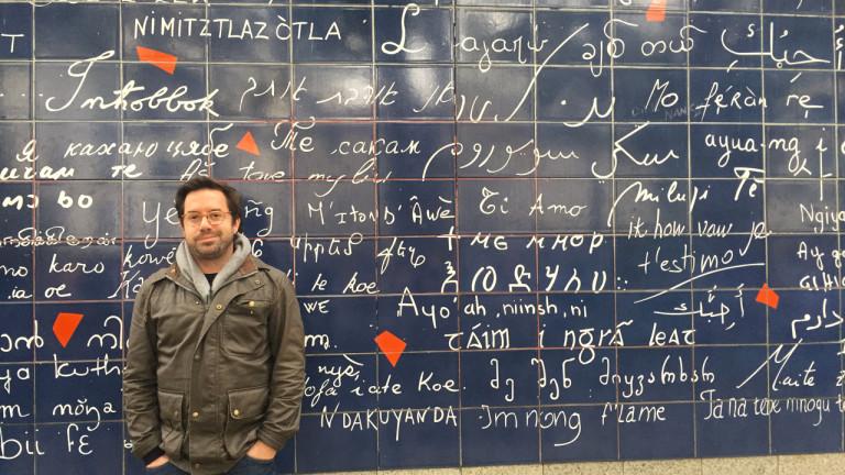 L'animateur Benoit Roberge rencontre Frédéric, un autre Québécois à Paris, mais qui y est installé, lui, depuis 16 ans. Benoit parcourt ensuite le 18e et trouve un lieu dédié à l'expérimentation écologique, puis découvre un endroit typiquement montmartrois, chargé d'histoire, où vécurent Boris Vian et Jacques Prévert.  Retrouvez les bonnes adresses visitées par Benoit Roberge dans le 18e épisode de l'émission Un Québécois à Paris...