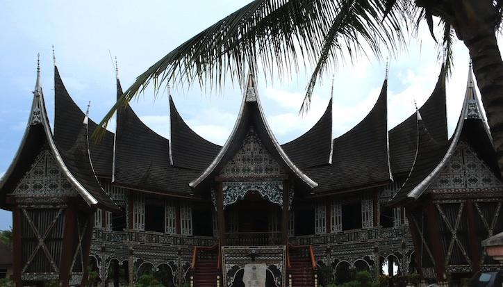 Roland en Indonésie