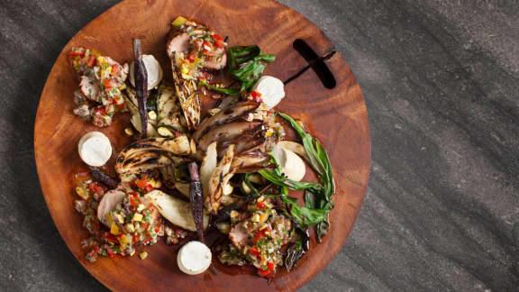 filet de porc mariné, légumes grillés et salsa de tomates et fenouil